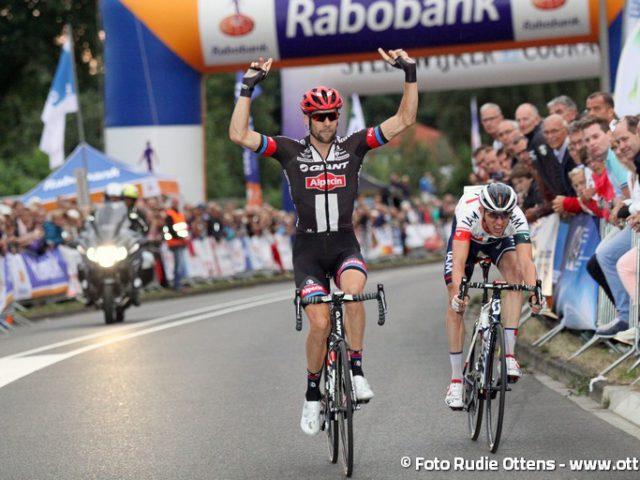 Profronde Steenwijk - Albert Timmer wint de sprint-a-deux op de Steenwijker Bult voor Stef Clement